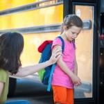 """วิธีรับมือ """"ลูกถูกเพื่อนแกล้ง"""" ที่โรงเรียน"""