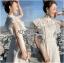ชุดเดรสผ้าลูกไม้สีขาวทรงคอสูงตกแต่งระบาย thumbnail 4