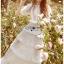 ชุดเดรสยาวผ้าลูกไม้สีขาวตกแต่งระบายเลเยอร์ thumbnail 3