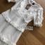 ชุดเดรสยาวผ้าลูกไม้สีขาวตกแต่งระบายเลเยอร์ thumbnail 5