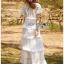 ชุดเดรสยาวผ้าลูกไม้สีขาวตกแต่งระบายเลเยอร์ thumbnail 2