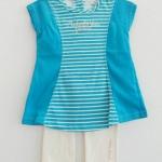 Calvin Klien : เสื้อยืดสีฟ้าลายขวางมาพร้อมเลคกิ้งสีขาว