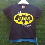เสื้อยืดสีกรม สกรีนลาย Batman ด้านหลังมีผ้าคลุมสีฟ้า ถอดออกได้
