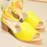 รองเท้าแฟชั่นผู้หญิง หนังแก้ว สีเหลือง ส้นหนา มีสายรัดข้อเท้า แฟชั่นเกาหลี