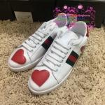 รองเท้าผ้าใบ Gucci รูปหัวใจ