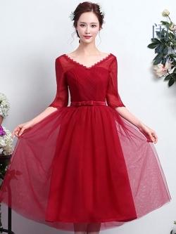ชุดราตรีสีแดง แขนสามส่วน คอวี ลุคสวยหวาน เรียบหรู ดูดี ใส่ออกงาน ไปงานแต่งงาน ชุดเพื่อนเจ้าสาว
