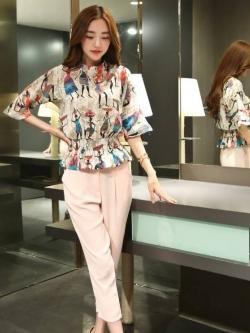 ชุดสวยๆสไตล์เกาหลี เสื้อพิมพ์ลายคนโบราณสวยเก๋ + กางเกงขายาวห้าส่วนสีชมพู