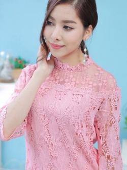 เสื้อลูกไม้สีชมพู แขนยาว