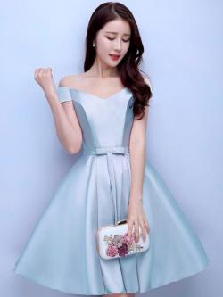 ชุดออกงานราตรีสั้นสีฟ้า คอวีปาดไหล่ กระโปรงทรงบาน สวยหรู น่ารัก สไตล์เจ้าหญิง