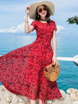 ชุดเดรสยาวสีแดงใส่เที่ยวทะเลพิมพ์ลายใบไม้สวยๆ สไตล์โบฮีเมียน