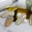 ลายเพ้นท์เล็บ ติดฟอยล์แบบเส้นสีทอง บนสีเจลโทนสีน้ำตาลอ่อน thumbnail 1