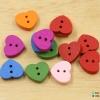กระดุมไม้หัวใจ คละสี (แพ๊ค 10 เม็ด)