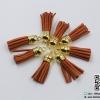 พู่ห้อยกำมะหยี่ สีอิฐ จุกสีทอง ขนาด 3.5 cm.