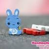 กระดุมไม้ น้องกระต่าย ขนาด 29*16 MM (สีฟ้า) [เม็ด]