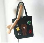 กระเป๋าสะพาย สีดำ ลายหมีบราวน์