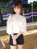 เสื้อแฟชั่น คอกลม แขนสั้นแต่งเชือกผูกเก๋ๆ สีขาว