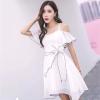 ชุดเดรสสั้นสีขาว เปิดไหล่ กระโปรงทรงบาน สวยเก๋ น่ารักสไตล์เกาหลี