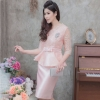 ชุดออกงาน/ชุดไปงานแต่งงานสีชมพูโอรส เซ็ทเสื้อลูกไม้+กระโปรงสั้นทรงเอ แนวเรียบหรู ดูดี สไตล์ผู้ใหญ่ สวยสง่าสมวัย