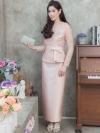 ชุดออกงานผู้ใหญ่สีชมพู เซ็ทเสื้อลูกไม้ปักลายดอกไม้ ใส่คู่กับกระโปรงยาว สไตล์เรียบหรู สวยสง่า