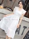 ชุดเดรสยาวสีขาว ลูกไม้ แขนระบาย แฟชั่นชุดเดรสสวยๆ น่ารักๆ ดูดี ( สินค้าพร้อมส่ง )