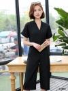 ชุดเดรสกางเกงสีดำ คอวี แขนสั้น ขาทรงกระบอก แฟชั่นเรียบๆ สวยดูดี