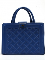 กระเป๋าถือสีน้ำเงิน ทรงสี่เหลี่ยม