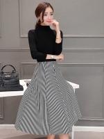 ชุดเซ็ท 2 ชิ้น เสื้อสีดำ คอเต๋าแขนยาวเข้ารูป + กระโปรงสั้นทรงบาน