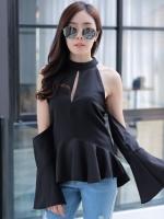 เสื้อเว้าไหล่สีดำ แขนยาวระบาย ทรงสวย