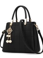 กระเป๋าถือ/สะพายข้างสีดำ ทรงสี่เหลี่ยมคางหมู