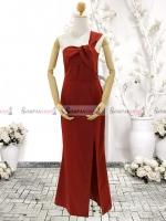 ชุดเดรสออกงานสีแดง ไหล่เฉียงข้าง จับจีบสวยๆสุดเก๋ ลุคเรียบๆ สวยหรู ดูสง่า เหมาะสำหรับใส่ออกงาน ไปงานแต่งงาน ( พร้อมส่ง )
