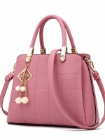 กระเป๋าถือ/สะพายข้างสีชมพู ทรงสี่เหลี่ยมคางหมู