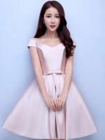 ชุดราตรีสั้นสีชมพู คอวีปาดไหล่ กระโปรงทรงบาน แนวชุดออกงานเรียบหรู สวยหวาน ดูดี ราคาไม่แพง
