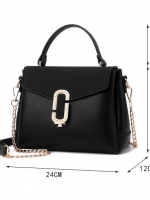 กระเป๋าถือสีดำ ทรงสี่เหลี่ยมสูง แต่งคริสตรัล เรียบหรู สวยดูดี