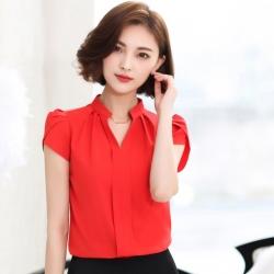 เสื้อเชิ้ตผู้หญิงทำงานสีแดง คอวีจับจีบ แขนสั้น ลุคเรียบๆ เสื้อทำงานสวยๆ สำหรับสาวออฟฟิศ