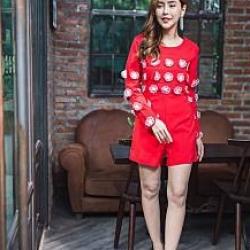 จั๊มสูทกางเกงขาสั้นสีแดง แต่งดอกไม้นูน 3D สวยเก๋ น่ารัก