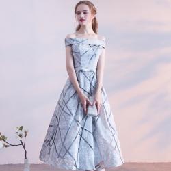 ชุดราตรียาวสีเทาเงิน เปิดไหล่ กระโปรงทรงบาน ใส่เป็นชุดเดรสออกงานกลางคืน ออกงานแต่งงาน ก็สวยหรู ดูสง่า