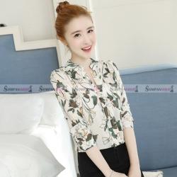 เสื้อเชิ้ตผู้หญิงลายดอกไม้สีครีม แขนยาว คอวี สวยๆ เท่ๆ ใส่เที่ยว ใส่ทำงานได้