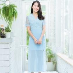 ชุดจั๊มสูทกางเกงขาสั้นสีฟ้า แต่งลูกไม้ คอวี แขนสั้น เย็บชีฟองยาวด้านนอก : สินค้าพร้อมส่ง