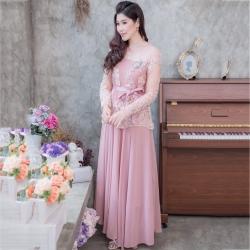 ชุดออกงานยาวสีชมพู แขนยาวแต่งลูกไม้ แนวเรียบหรู สวยสง่า สไตล์ผู้ใหญ่ เหมาะสำหรับใส่ออกงาน ไปงานแต่งงาน ชุดถือขันหมาก ชุดแม่บ่าวสาว