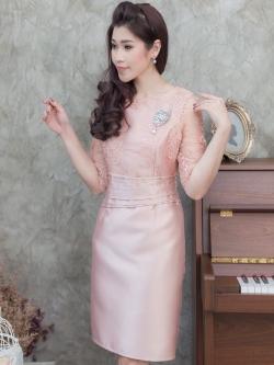 ชุดออกงานไปงานแต่งงานยาวสีชมพูทอง ทรงเข้ารูปแขนสามส่วน ลุคเรียบหรูสวยสง่า สไตล์ผู้ใหญ่