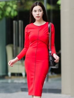 ชุดเดรสสั้นสีแดง เข้ารูป แขนยาว ลุคเรียบหรู สวย สง่า