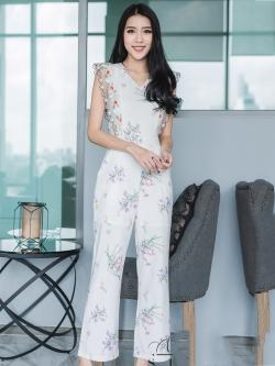 ชุดจั๊มสูทกางเกงขายาวสีขาว ลายดอกไม้ แขนระบาย สวยหวาน น่ารักๆ