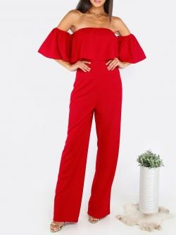 จั๊มสูทกางเกงขายาวสีแดง เปิดไหล่ คล้องแขน แต่งระบาย