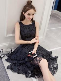 ชุดเดรสสั้นสีดำ ผ้าไหมแก้วลายดอกไม้ กระโปรงหน้าสั้นหลังยาว