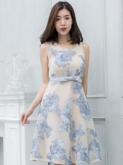 ชุดเดรสออกงานสั้นสีฟ้า ปักดอกไม้ ลุคสวยหวาน งานสวยเป๊ะ สไตล์คุณหนู