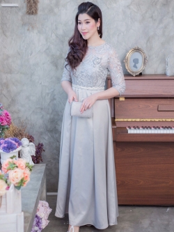 ชุดเดรสออกงานยาวสีเทา ผ้าลูกไม้ลายใบไม้ปักดิ้น เรียบหรู สวยสง่า สไตล์ผู้ใหญ่ ใส่ไปได้ทั้ง ออกงาน งานแต่งงาน งานราตรี ถือขันหมาก ชุดแม่บ่าวสาว