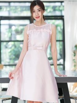 ชุดเดรสออกงานสั้นสีชมพู แต่งอกติดดอกไม้สวยเก๋ฝุดๆ รับประกันความสวย ใส่ออกงานยิ่งสวยไปเลยจ้า