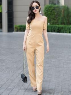 ชุดเดรสกางเกงขายาวสีเหลือง เปิดไหล่ กางเกงขาทรงกระบอกเล็ก