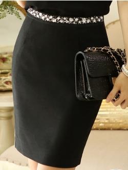 กระโปรงสั้นสีดำ ทรงเอเข้ารูป เอวแต่งคริสตรัลสวยๆ
