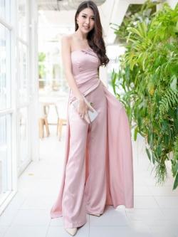 ชุดออกงานแบบกางเกงเกาะอกสีชมพูกะปิ ทรงขาบาน